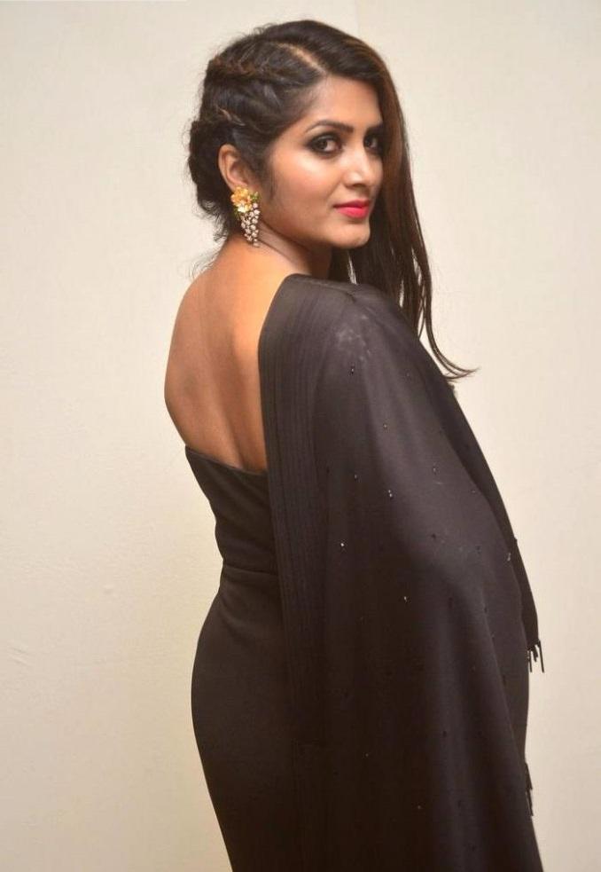 Pavani gangireddy black dress backless fotos