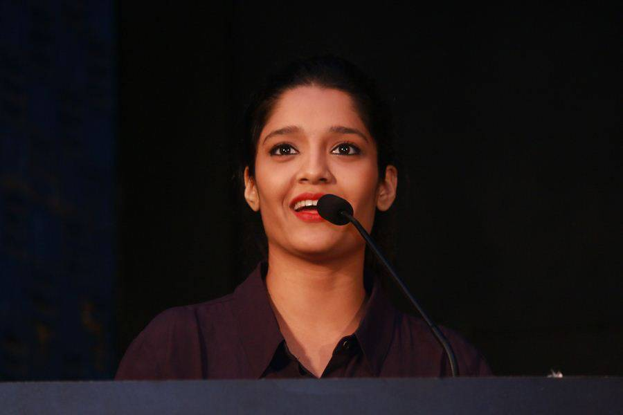 Ritika singh actress cute face photos