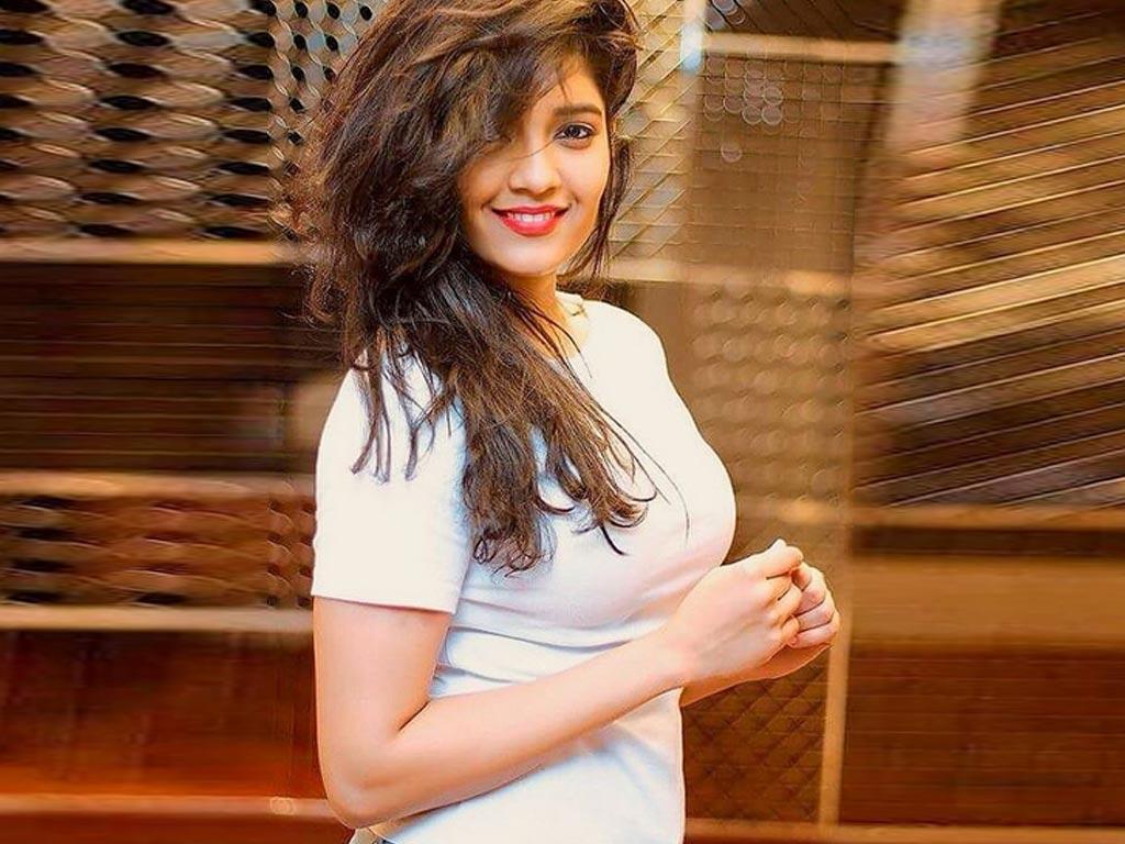 Ritika singh actress cute stills