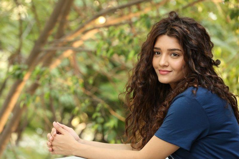 Ritika singh actress desktop wallpaper