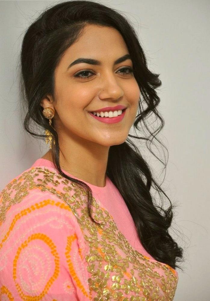 Ritu varma pink dress glamour wallpaper