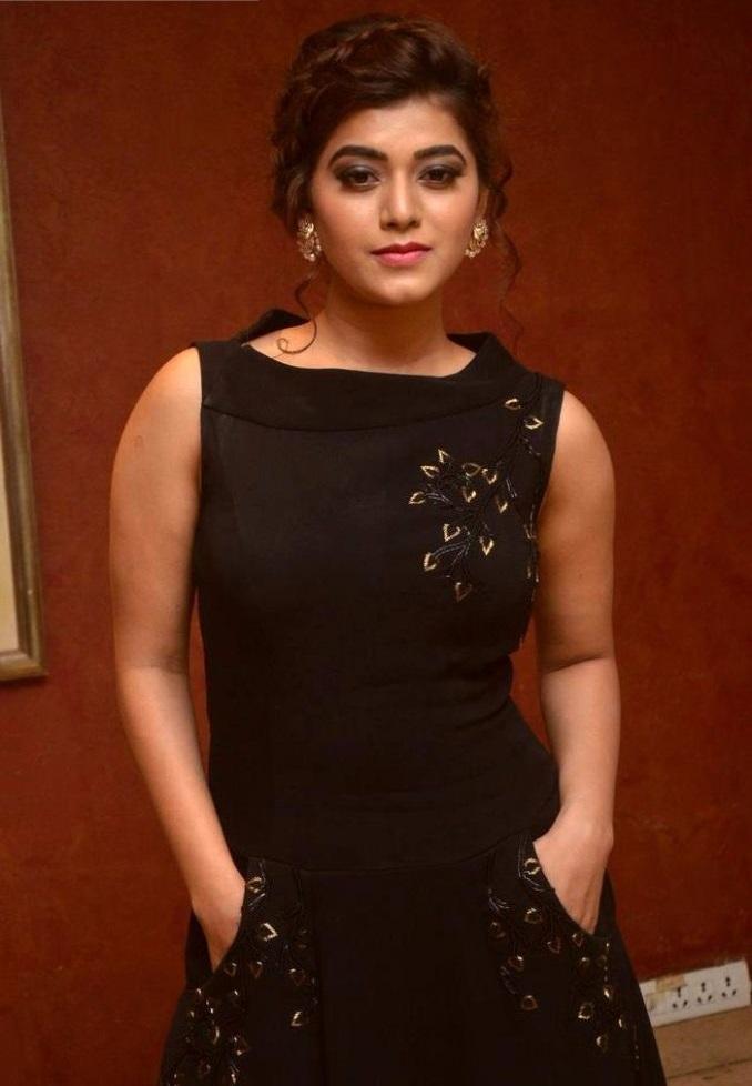 Yamini bhaskar black dress cute pictures