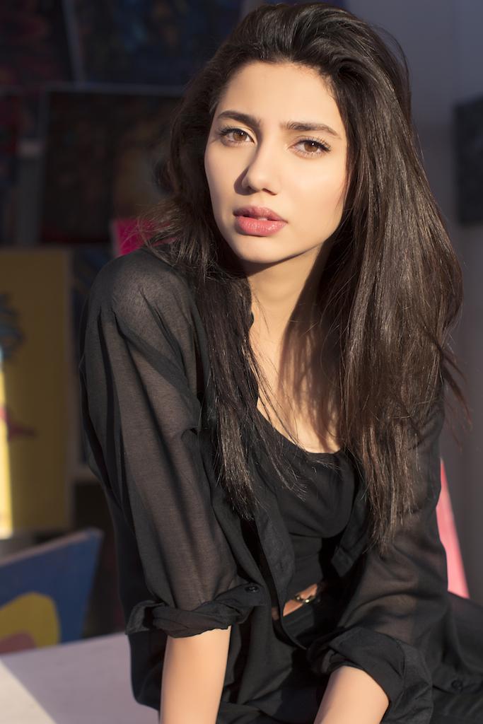 Mahira khan romantic photos
