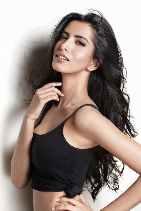 Manasvi mamgai face photos