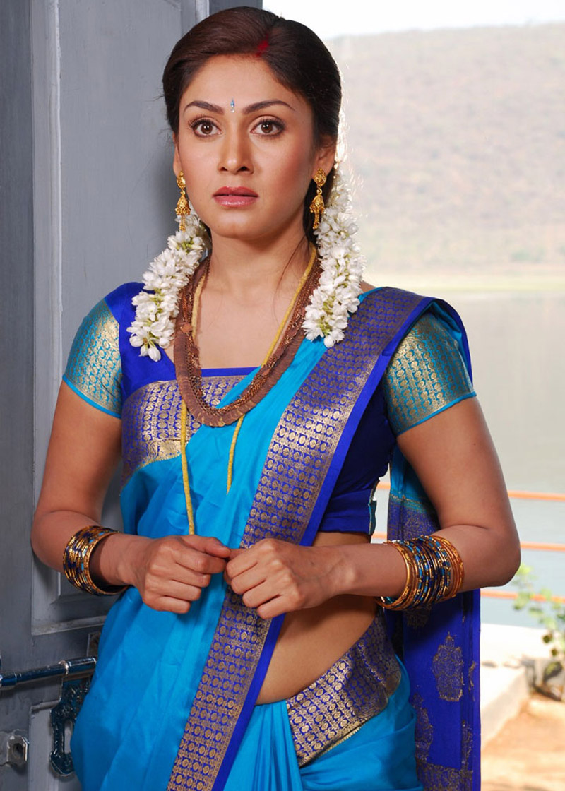 Manjari phadnis blue saree photos