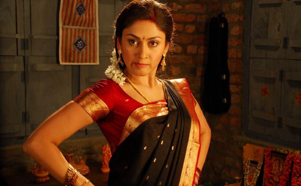 Manjari phadnis movie saree photos