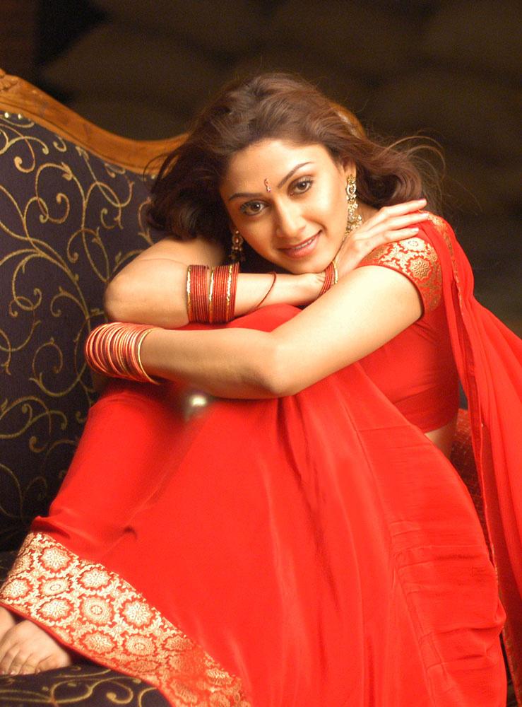 Manjari phadnis red saree pictures