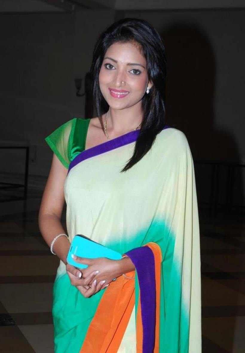 Mugdha chaphekar saree photos