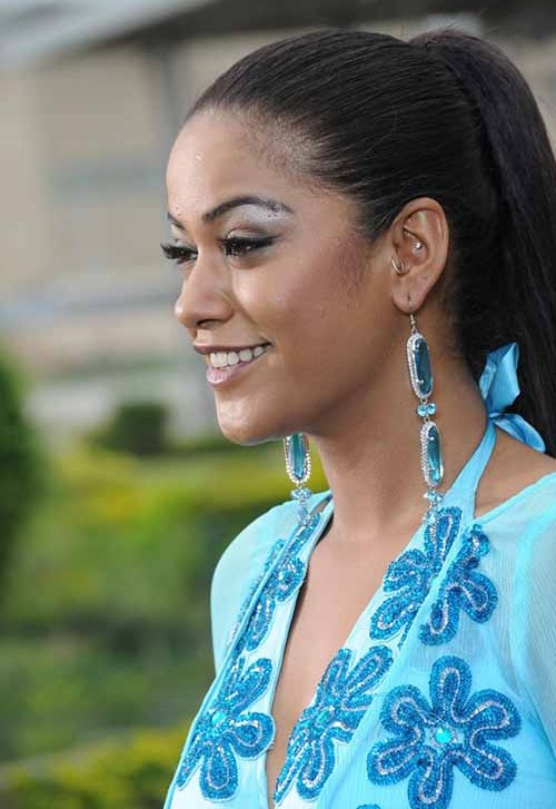 Mumaith khan face wallpapers