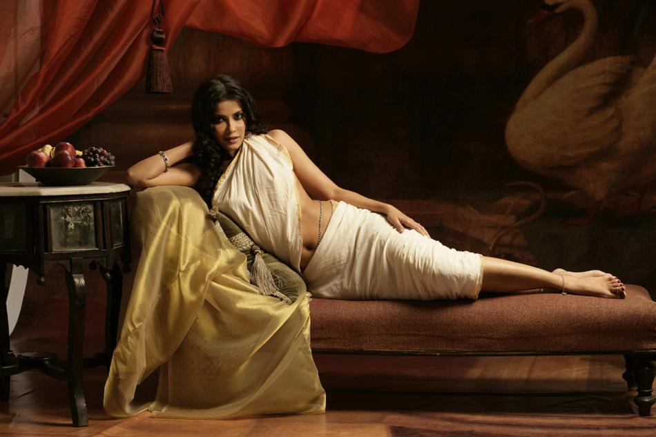Nandana sen hot saree photos