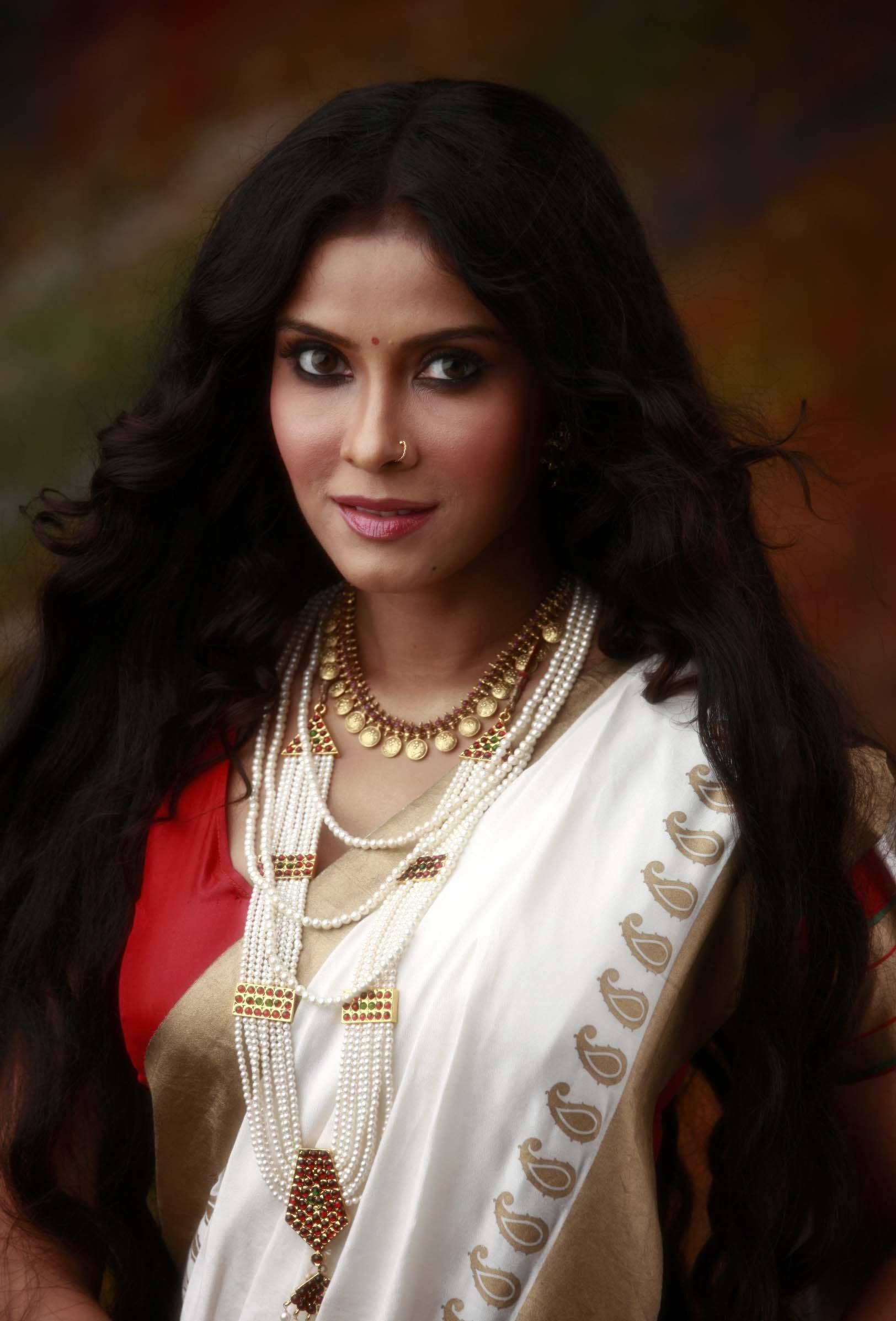 Nandana sen saree face pics