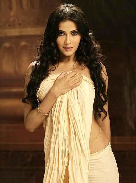 Nandana sen white saree pictures