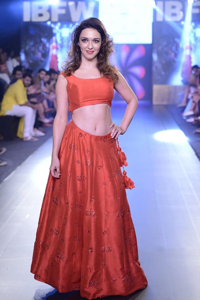 Nauheed cyrusi fashion show photos