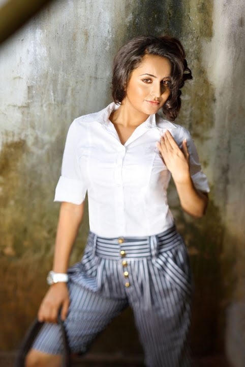 Bhama white dress photoshoot pics