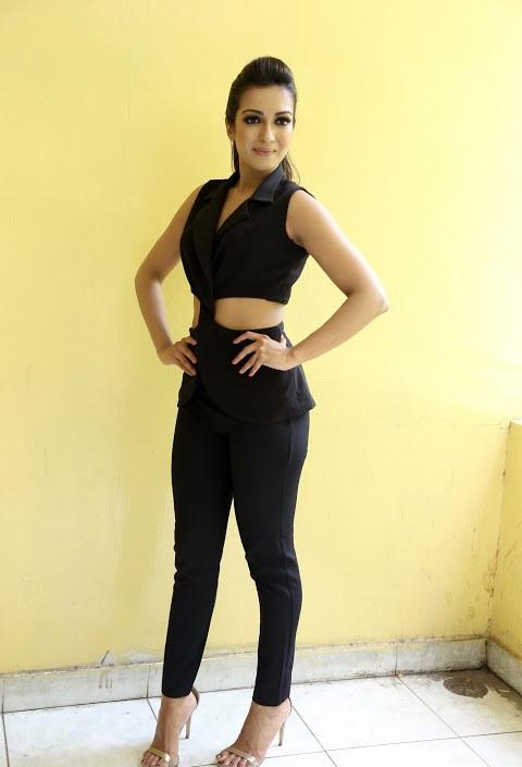 Catherine tresa fashion black dress fotos