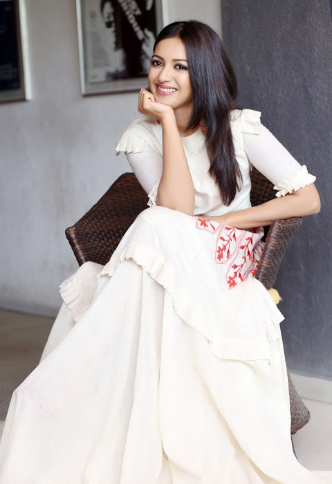 Catherine tresa hd white dress cute pictures