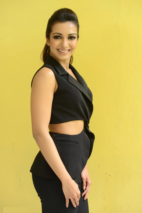 Catherine tresa interview black dress photoshoot foto photos
