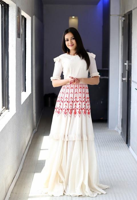 Catherine tresa white dress desktop fotos