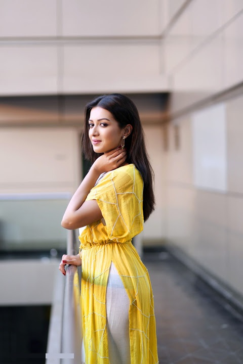 Catherine tresa yellow dress filmfare awards image