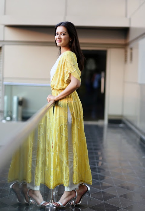 Catherine tresa yellow dress modeling fotos
