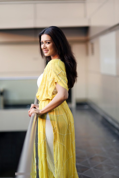 Catherine tresa yellow dress press meet slide show