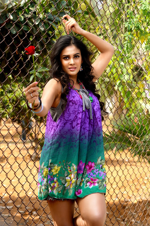 Chandini tamilarasan desktop cute photos