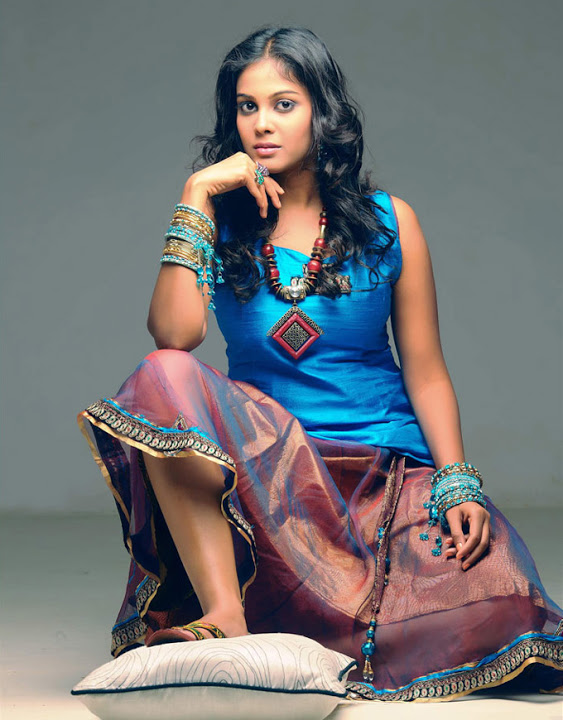 Chandini tamilarasan desktop fashion image