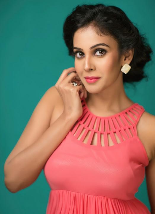 Chandini tamilarasan desktop glamour pics