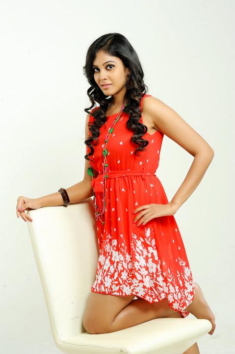 Chandini tamilarasan red dress figure photos