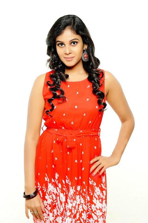 Chandini tamilarasan red dress unseen stills