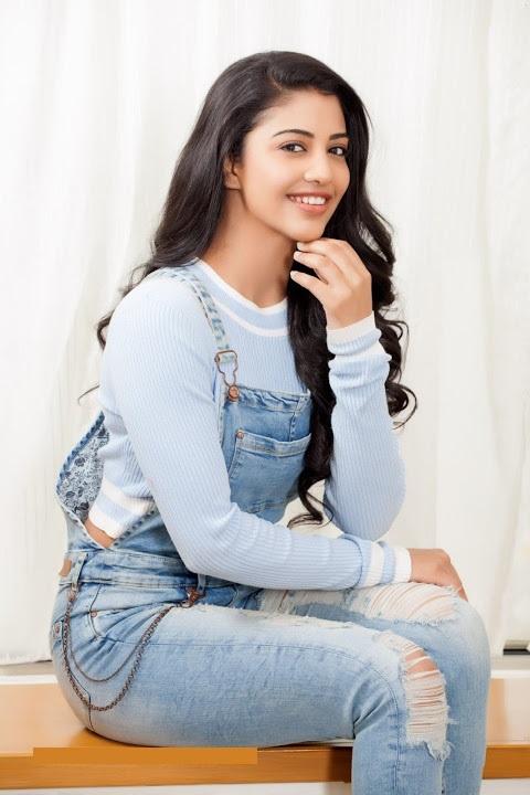 Daksha nagarkar smile face pics