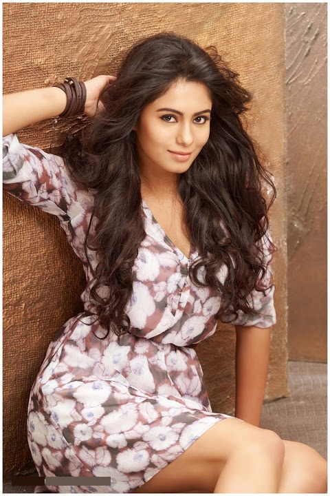 Deepa sannidhi smile pose stills