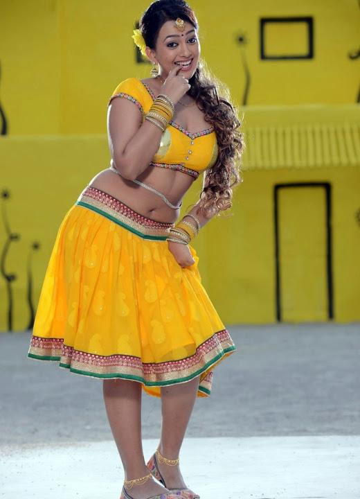 Ester noronha yellow dress modeling gallery