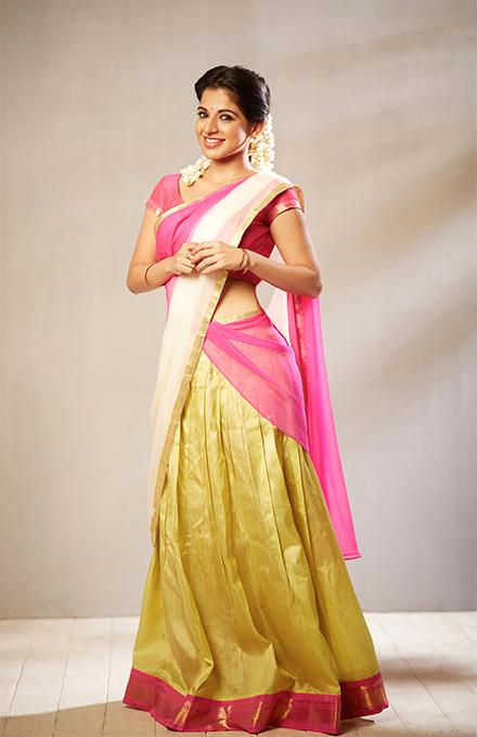 Iswarya menon half saree pictures