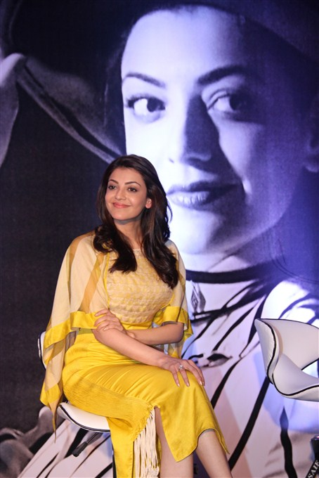 Kajal agarwal yellow dress filmfare awards stills