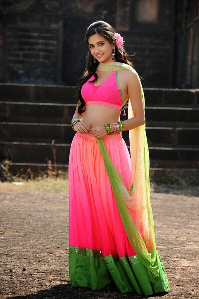 Kriti kharbanda pink dress wide image