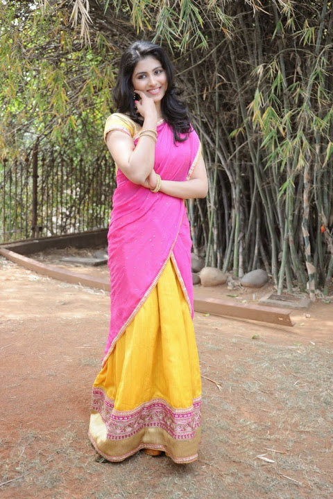 Kruthika jayakumar pink color half saree pictures