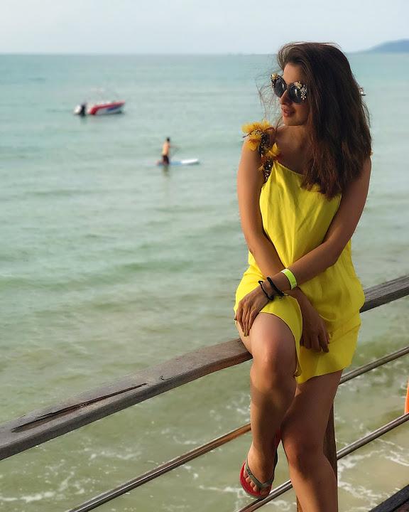 Laxmi rai yellow dress pics