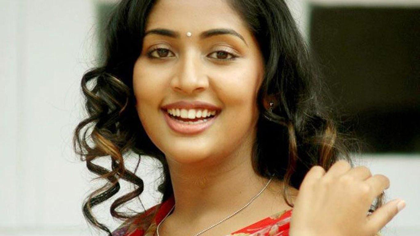 Navya nair saree desktop wallpapers