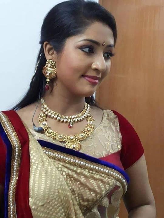 Navya nair saree photos