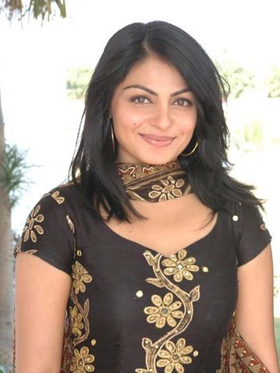 Neeru bajwa photos