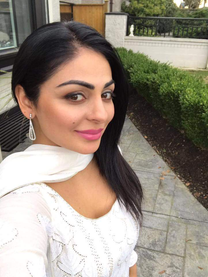 Neeru bajwa selfie photos