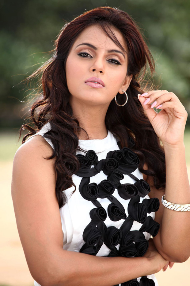 Neetu chandra cute images