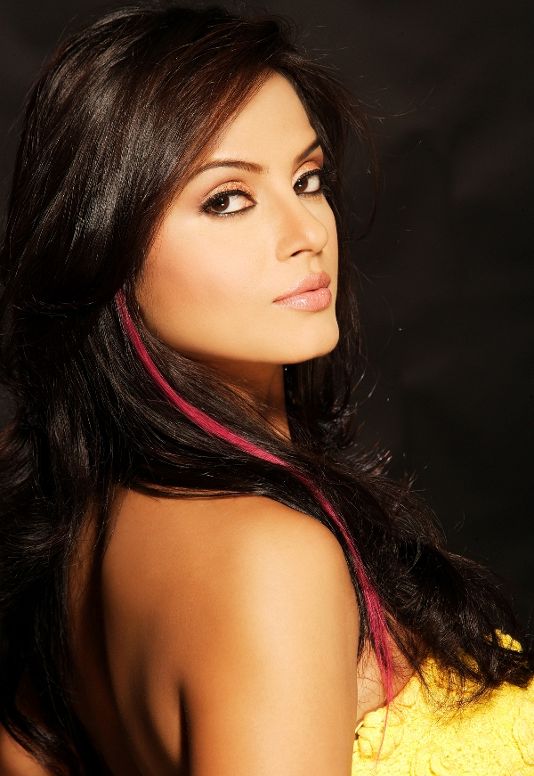Neetu chandra romantic pictures