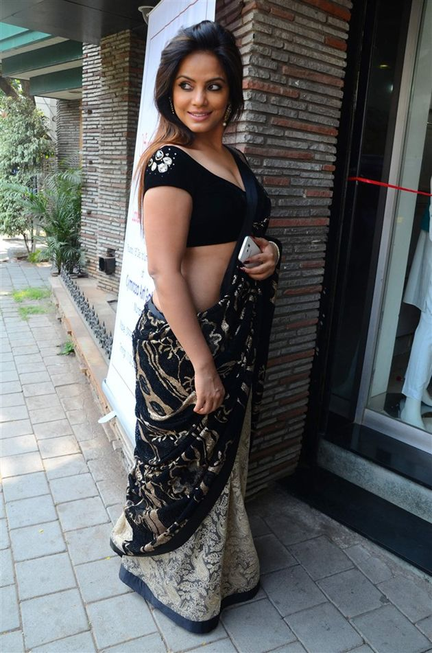 Neetu chandra saree photos