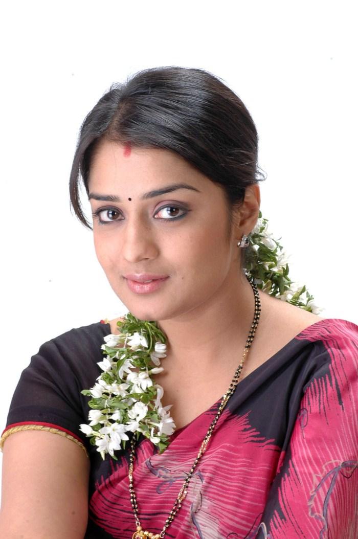 Nikita thukral saree face images