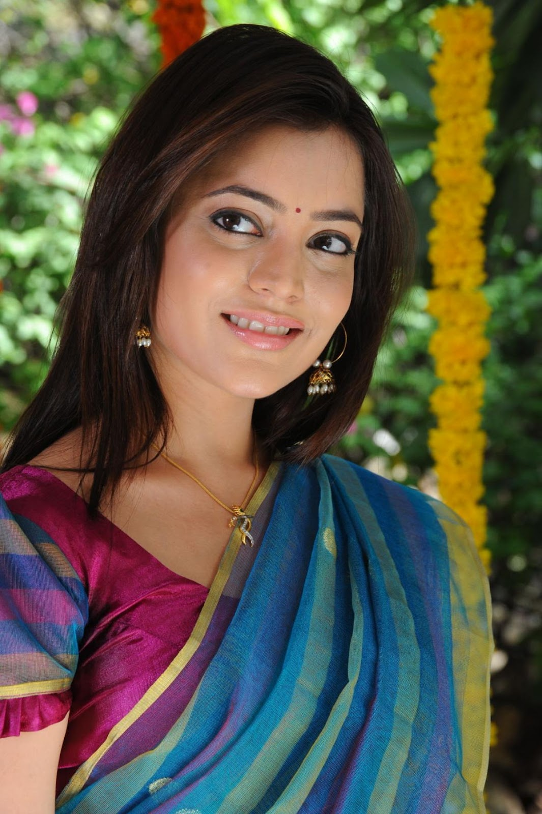 Nisha agarwal saree face photos
