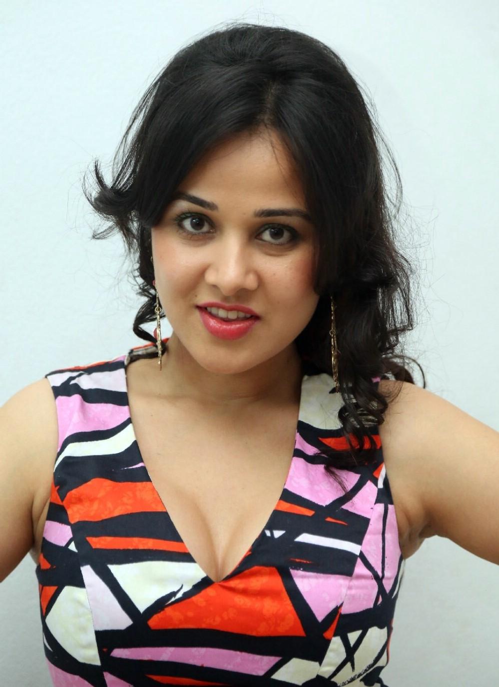 Nisha kothari face photos