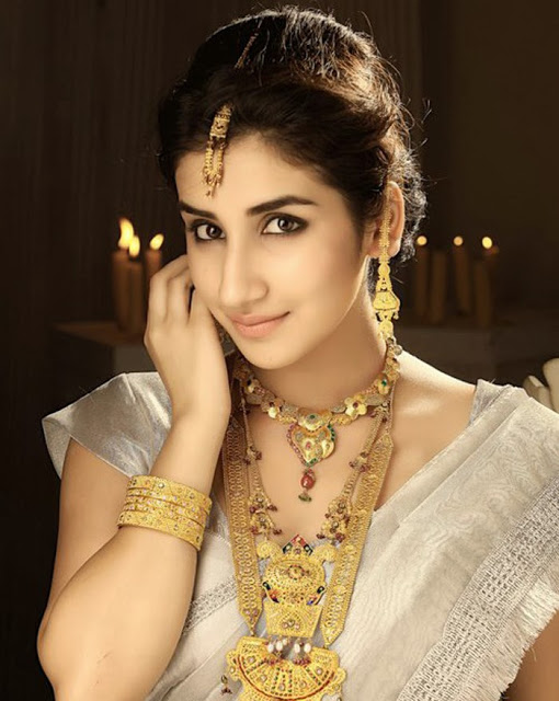 Parul gulati saree makeup photos