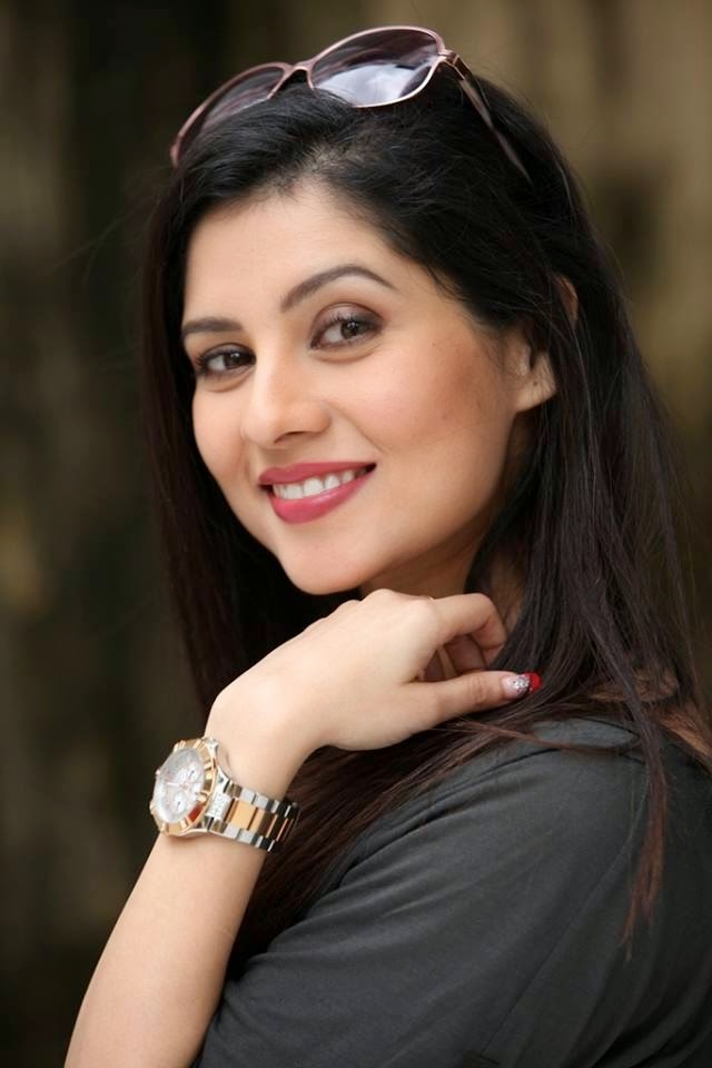 Payel sarkar smile photos